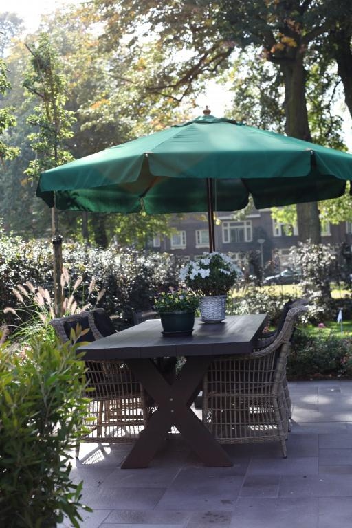 Stijlvolle tuin bij villa in Bergen op Zoom